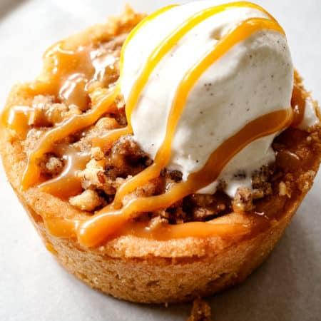 Mini Caramel Apple Pies from Carlsbad Cravings